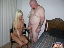 волосатый и пузатый мужик с толстым и большим членом жарко выебал на большой постели тася